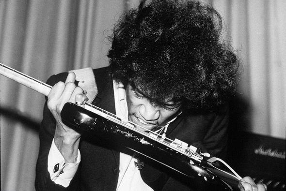 Le guitariste Jimi Hendrix dans les années 1970