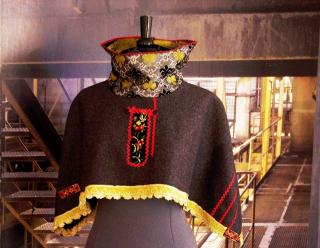 N°621 Poncho 129€ www.quisifrottsipik.com