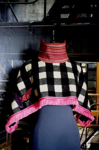 N°619 Poncho 129€ www.quisifrottsipik.com
