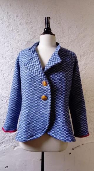 N°775dos veste T42 pièce unique 239€