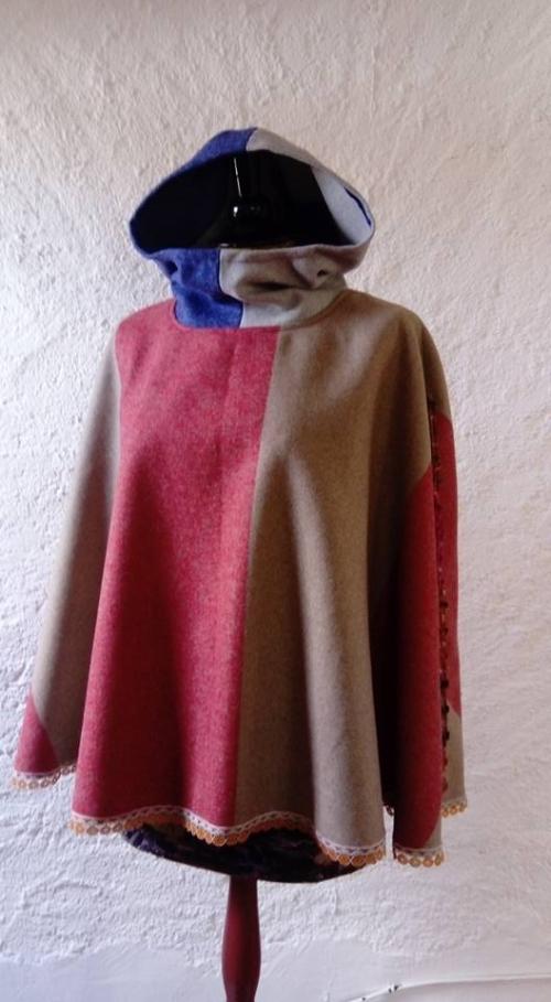 N°661 Capeline Capuche 139€