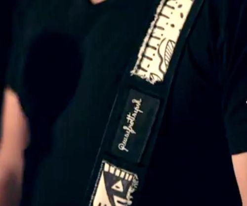 "Sangle de Guitare ""Quisifrottsipik"" pour Unia"