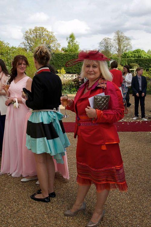 La commande d'Anne, un ensemble coloré pour le Mariage de sa Belle Fille en Angleterre!