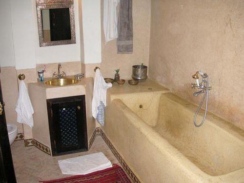 "La baignoire de ""Quisifrottsipik"" au Riad Baraqua à Fès"