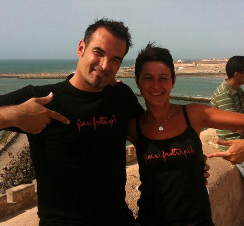 Carole et Olivier au Maroc avec leur T-Shirt et débardeur Quisifrottsipik